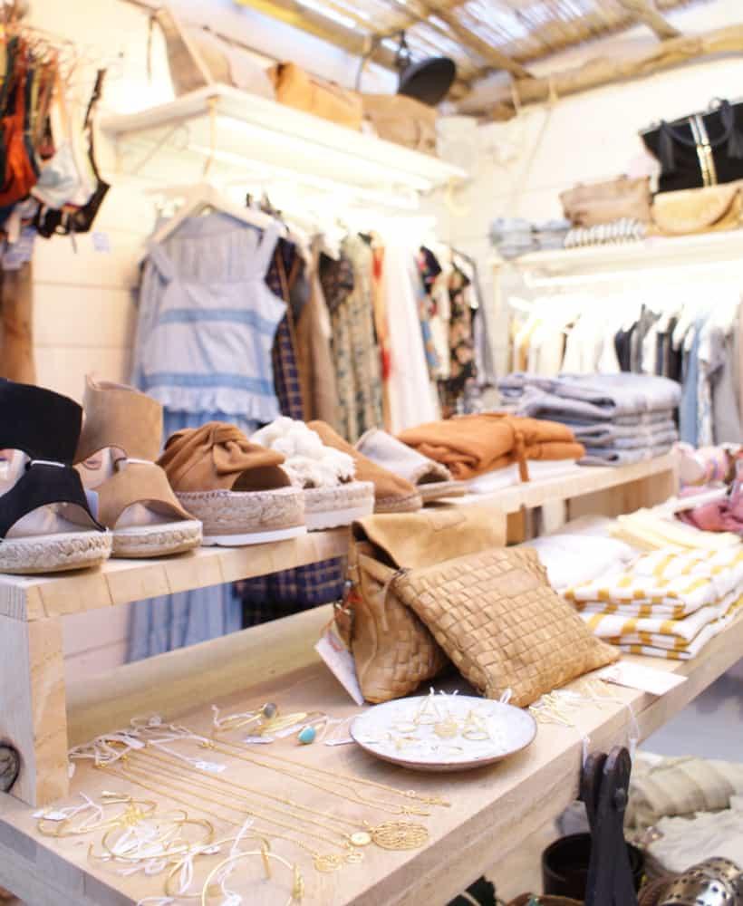 boutique de ropa en un pueblo
