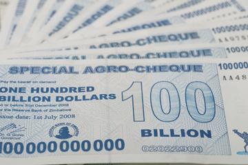 cuanto dinero hay en el mundo billetes 100 billones