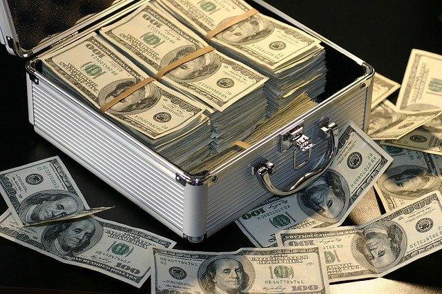 cuanto dinero hay en el mundo